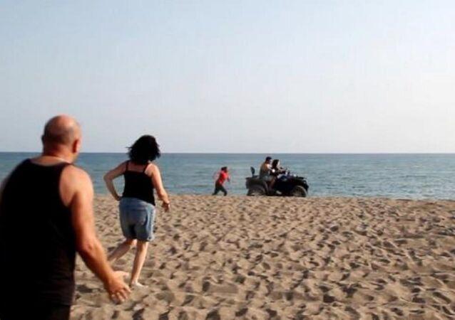 ATV ile caretta caretta yuvalarının üstünden geçen sürücü