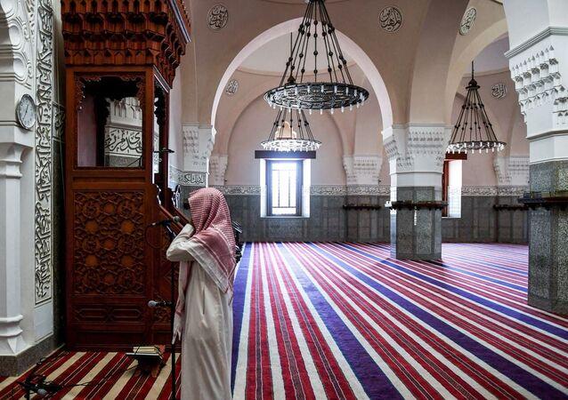 Suudi Arabistan'da bir camii