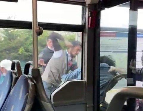 Metrobüste kavga