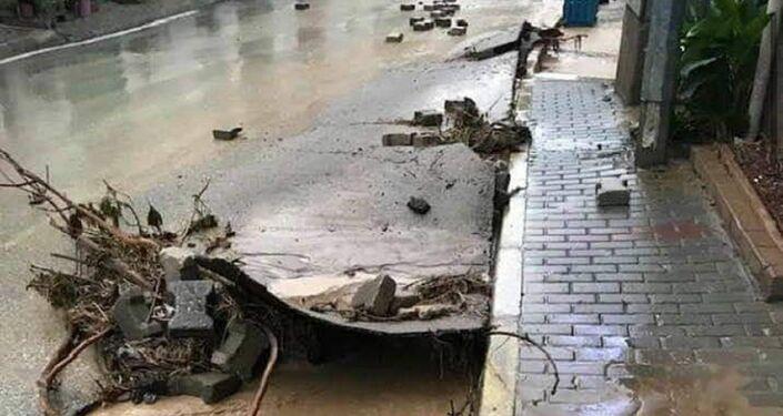 Mudanya'nın tarihi Trilye Mahallesi'nde de ev ve işyerleri sular altında kaldı.
