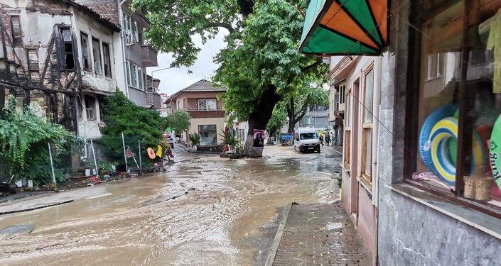 Bursa'daki yaz sağanağı hayatı olumsuz etkiledi