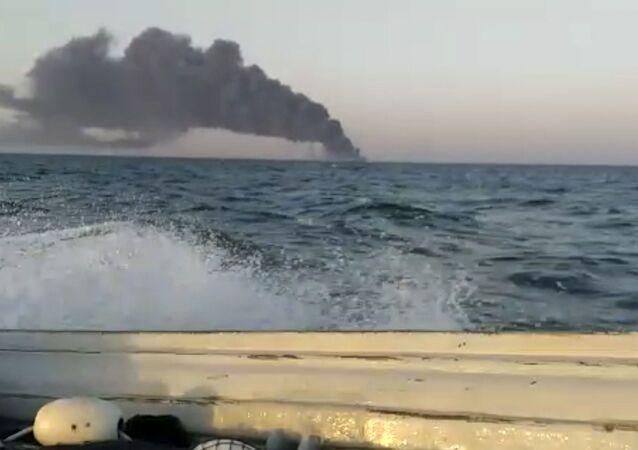 Umman Denizi'nde batan İran gemisinde 33 mürettebat yaralandı