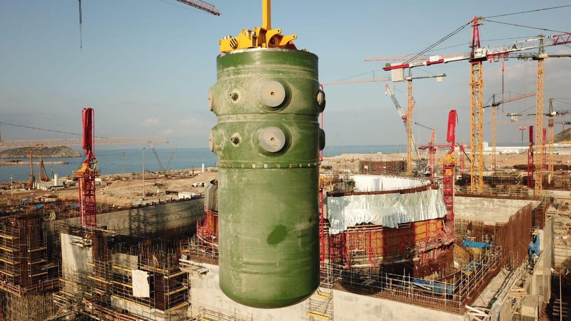 Akkuyu Nükleer Güç Santrali'nde birinci ünitenin reaktör kabı - Sputnik Türkiye, 1920, 10.08.2021