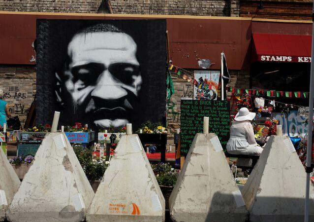 ABD'de George Floyd Meydanı'ndan kaldırılan bariyerler göstericiler tarafından tekrar kuruldu