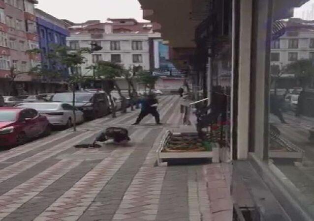 İstanbul Sultangazi'de karga saldırısı