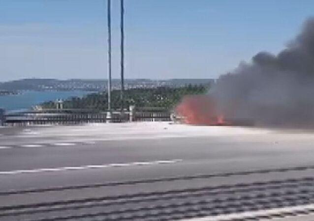 FSM'de araç yangını: Trafik kilitlendi
