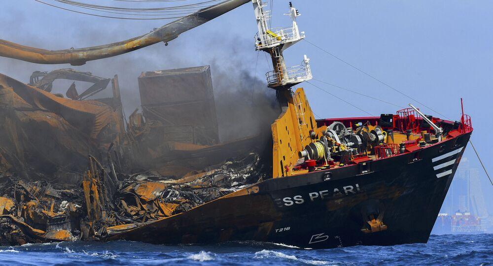 Sri Lanka'da bir kısmı batan kimyasal madde yüklü geminin kara kutusu kurtarıldı
