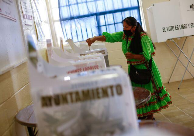 Meksika'da, ülke genelinde düzenlenen yerel seçimler