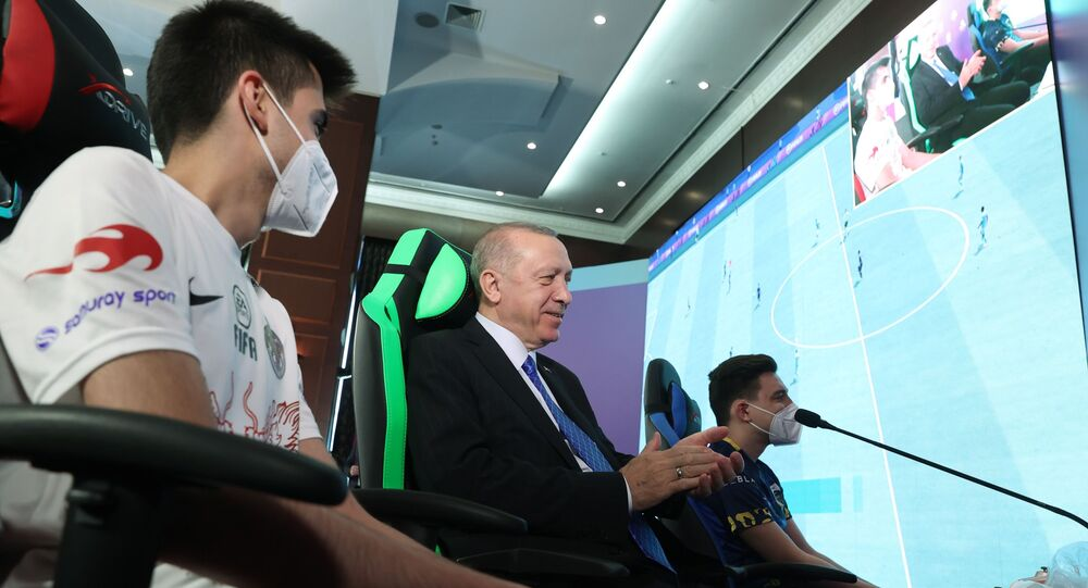 Cumhurbaşkanı ve AK Parti Genel Başkanı Recep Tayyip Erdoğan, partisinin Gençlik Kolları tarafından düzenlenen e-Spor Turnuvası'nın final maçını izledi.