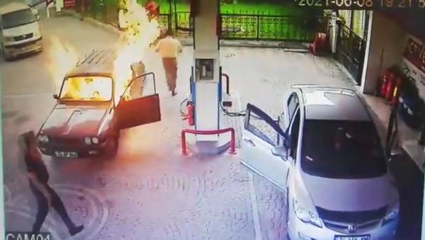 Bartın / alev alan otomobil - Sputnik Türkiye