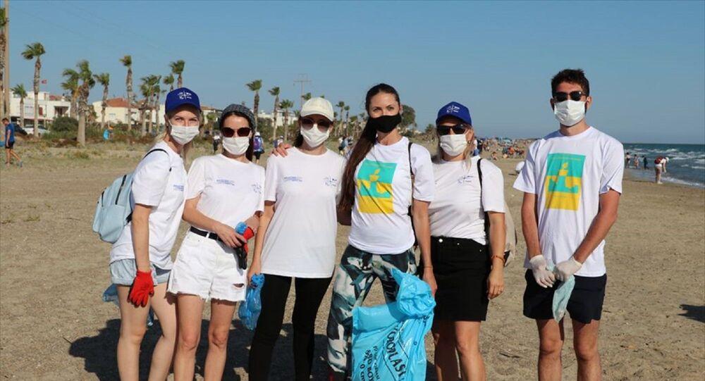 Akkuyu NGS çalışanları deniz kaplumbağalarının yuvalama alanlarını temizledi