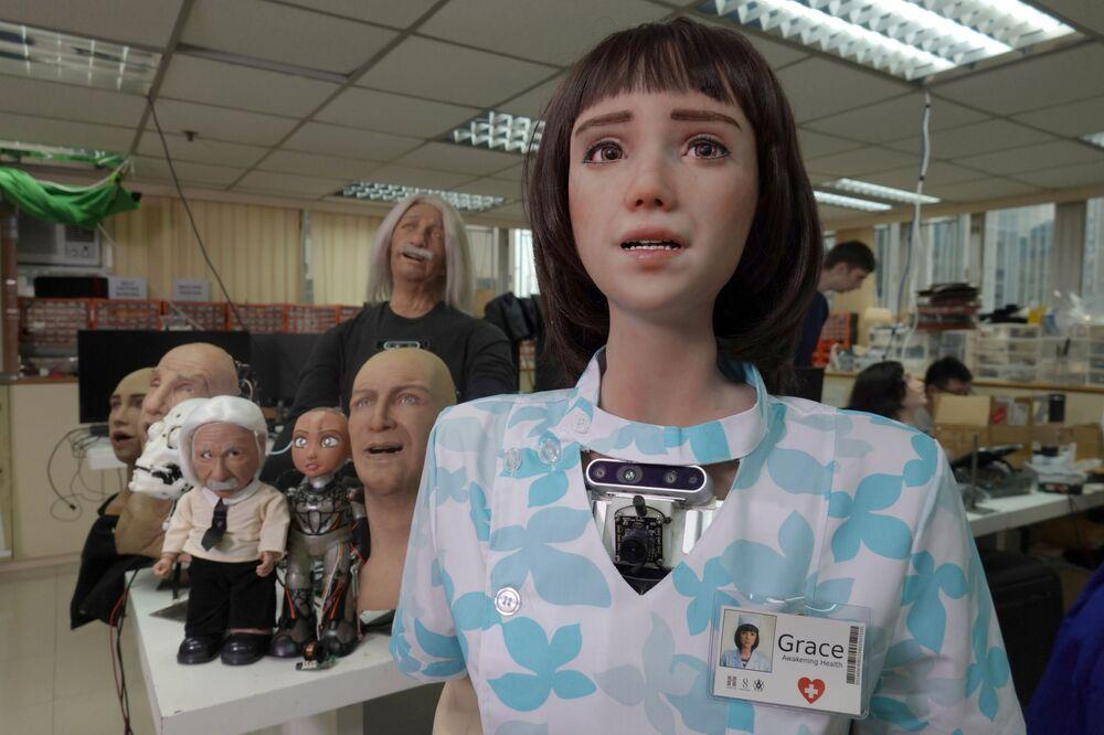 Hong Kong merkezli Hanson Robotics adlı firma, Kovid-19 ile mücadelede yeni robot prototipini tanıttı. Pandemi sürecinde sağlık personeli olarak hizmet verecek olan robotun adı Grace.