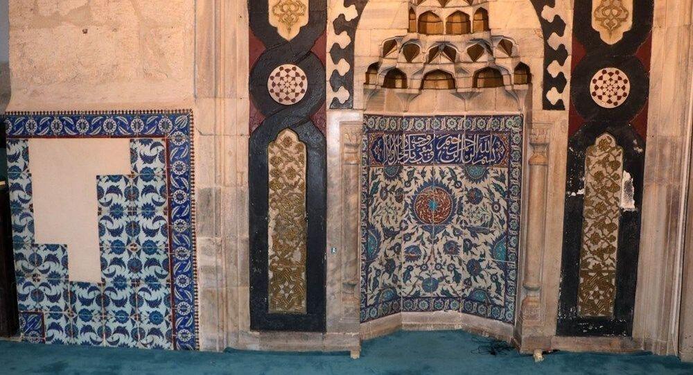 Adana ulu Camii'nin çinileri