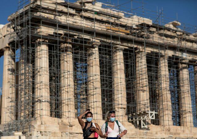 Atina Akropolisi'ne beton yol döşenmesi Yunanistan'da tepkiyle karşılandı