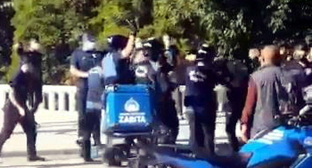 Taksim zabıta-seyyar satıcı-coplu tartışma