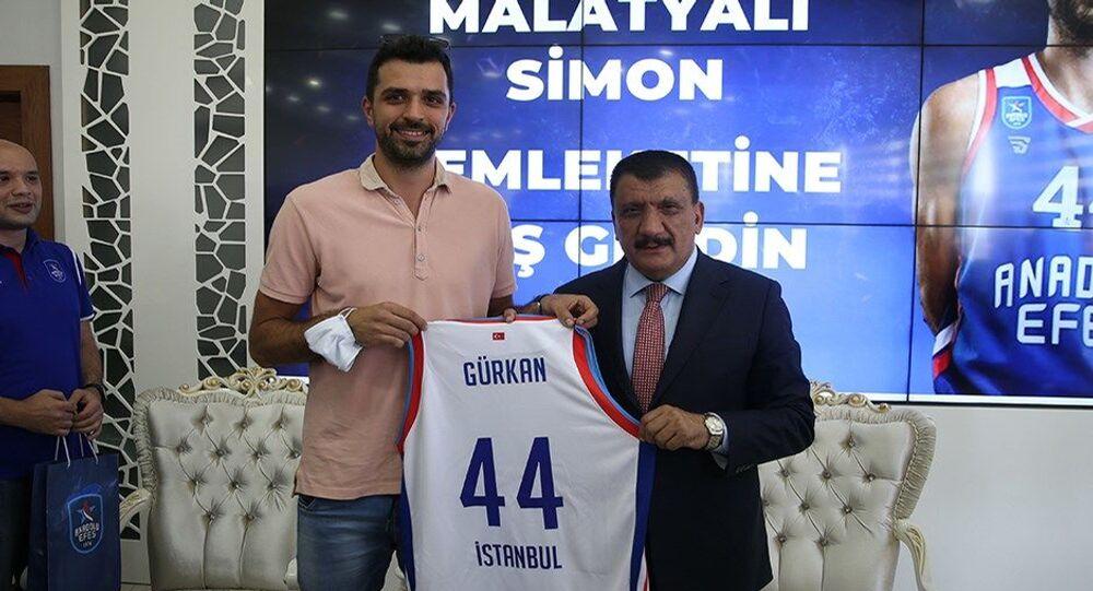 Anadolu Efes'in Hırvat oyuncusu Krunoslav Simon'a Malatya'da fahri hemşehrilik beratı verildi