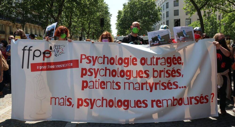 Fransa'da psikologlar gösteri düzenledi