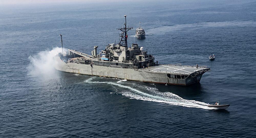 İran donanmasının amfibik saldırı gemisi Lavan, Hint Okyanusu'ndaki bir ortak tatbikatta