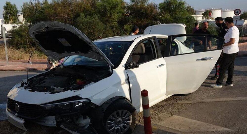 Antalya'da polisin 'dur' ihtarına uymayan İran uyruklu sürücü Davood Akbari, otomobiliyle kaldırıma çarptı. Kazada Akbari ile otomobildeki 4 yolcudan 2'si yaralandı. 2.09 promil alkollü olduğu belirlenen Akbari'nin, Her zaman alkollü yola çıkıyorum demesi şaşkınlığa neden oldu.