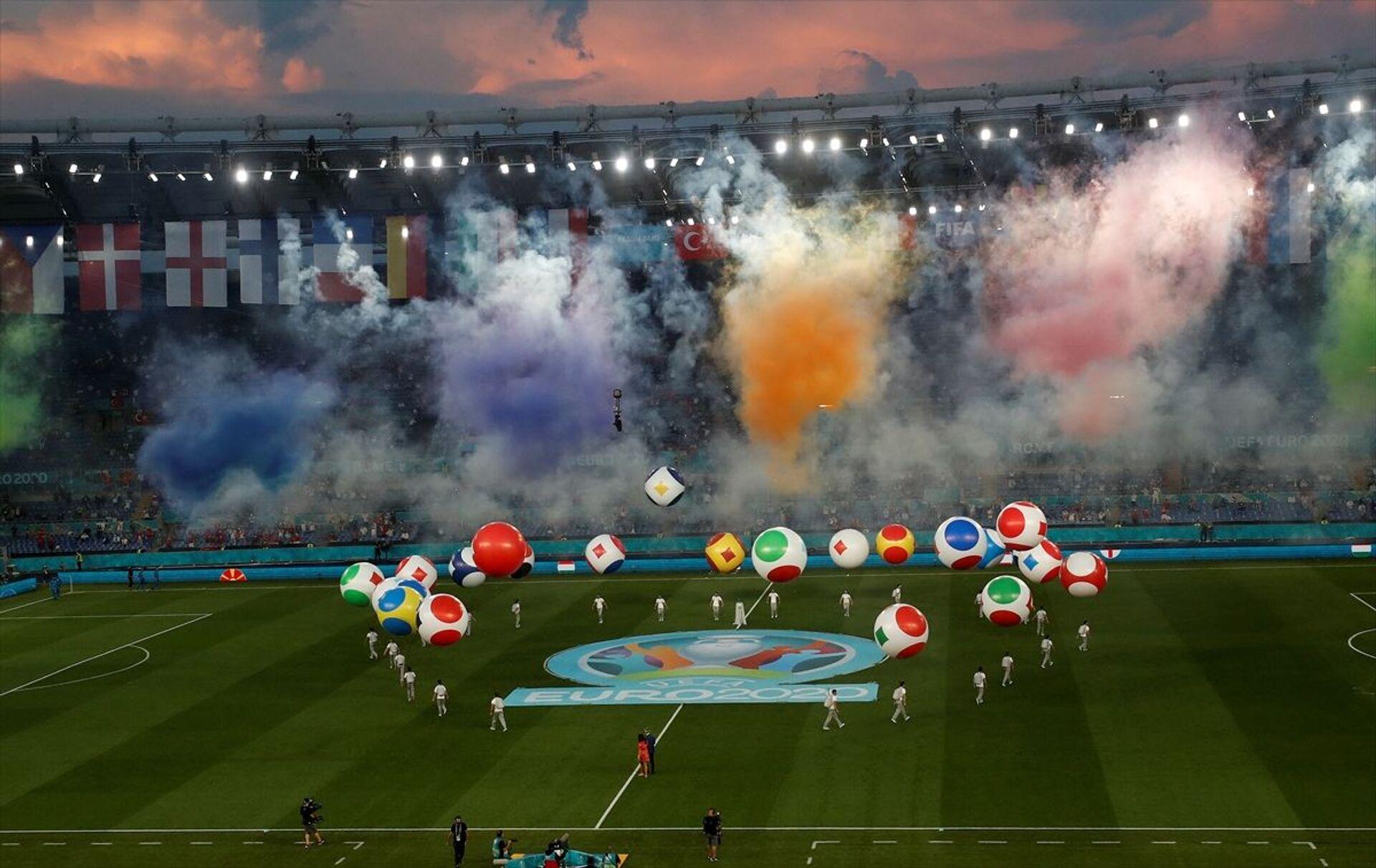 Türkiye A Milli Takımı ile İtalya milli takımı Roma şehrindeki Olimpiyat Stadı'nda karşı karşıya geldi. Turnuvanın açılış maçı olması nedeniyle karşılaşma öncesinde seremoni düzenlendi. - Sputnik Türkiye, 1920, 10.08.2021