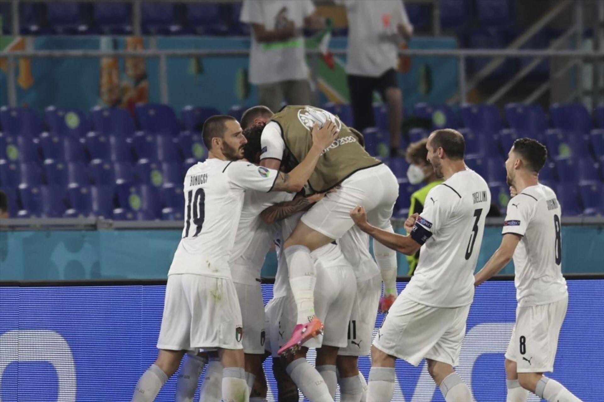 Türkiye A Milli Futbol Takımı, Roma Olimpiyat Stadı'nda İtalya ile karşılaştı. İtalya takımı gol sevinci yaşadı. - Sputnik Türkiye, 1920, 10.08.2021