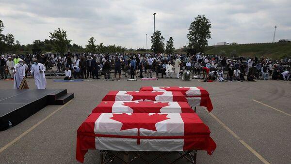 Kanada'da öldürülen Müslüman aile için cenaze töreni düzenlendi  - Sputnik Türkiye