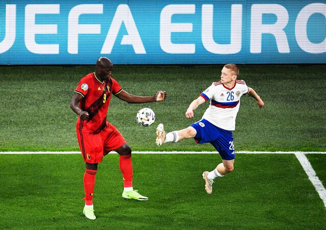 Rusya-Belçika-EURO 2020-maç-Romelu Lukaku-Maxim Mukhin