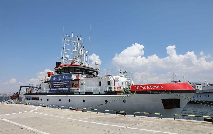 TÜBİTAK koordinasyonunda oluşturulan Türkiye Deprem Platformunun çalışmaları kapsamındaki ilk deniz araştırma seferi için 31 Mayıs'ta İzmir Limanı'ndan demir alan TÜBİTAK Marmara Araştırma Gemisi Kuşadası Körfezindeki çalışmalarını tamamlamasının ardından İzmir'e geri döndü.