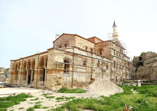 Enez Fatih Camisi, restorasyonun tamamlanmasıyla 56 yıl sonra yeniden ibadete açılacak. Doğu Roma İmparatorluğu tarafından 12. yüzyılda inşa edildiği tahmin edilen, Fatih Sultan Mehmet'in 1456'da Cenevizliler'e ait Enez'i fethetmesi sonrası camiye dönüştürülen ve 1965 yılından bu yana 56 yıldır kapalı olan caminin vakfiyesine uygun şekilde eylül ayında hem ibadete hem de ziyarete açılması planlanıyor.