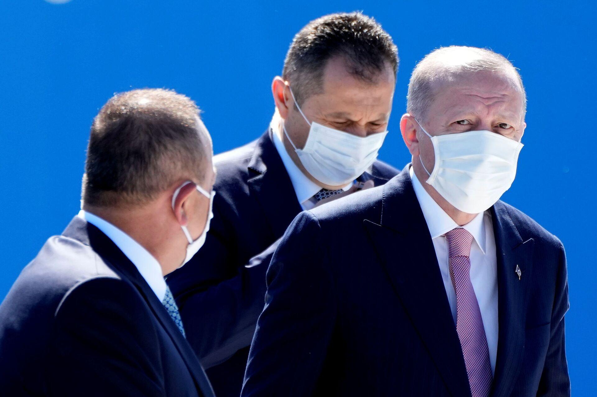 Türkiye Cumhurbaşkanı Recep Tayyip Erdoğan, zirve için saat 11:55 civarında NATO karargahına geldi. - Sputnik Türkiye, 1920, 10.08.2021