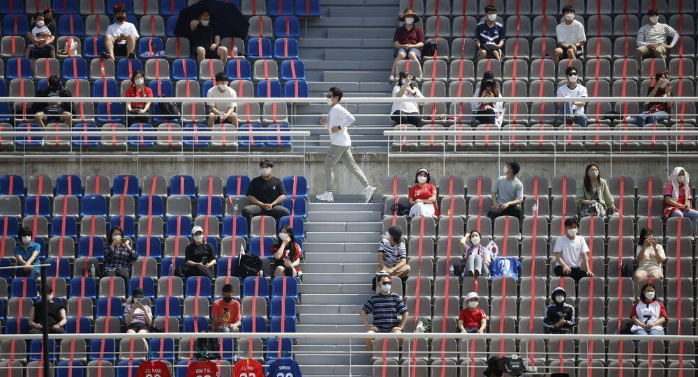 14 Haziran'a dek stadyumlarda yüzde 10 oranında doluluk kısıtlaması uygulayan Güney Kore'nin Goyang Stadyumu'nda Dünya Kupası elemeleri için Lübnan ile milli maçı izleyenler