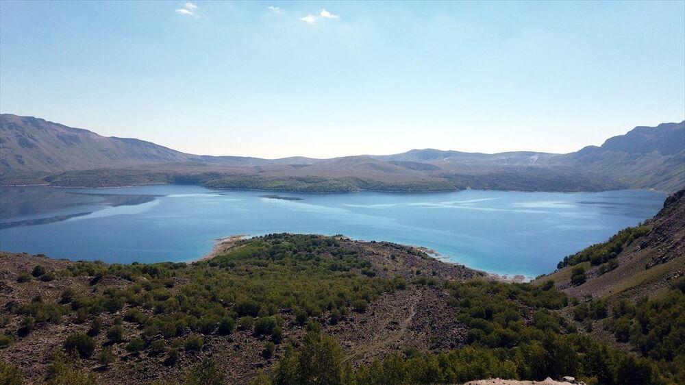 Bitlis Doğa ve Spor Kulübü, Avrupalı Seçkin Destinasyonlar Projesi (EDEN) kapsamında 'Mükemmeliyet Ödülü' alan, doğal güzellikleri ve eşsiz manzarasıyla ilgi çeken gölün ve çevresinin kirletilmemesi için etkinlik düzenledi.