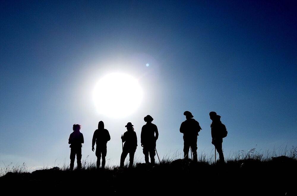 Dağcılardan Abidin Araboğa, her yıl düzenli olarak yaptıkları Nemrut Dağı çanak yürüyüşünü bu yıl da gerçekleştirdiklerini söyledi.