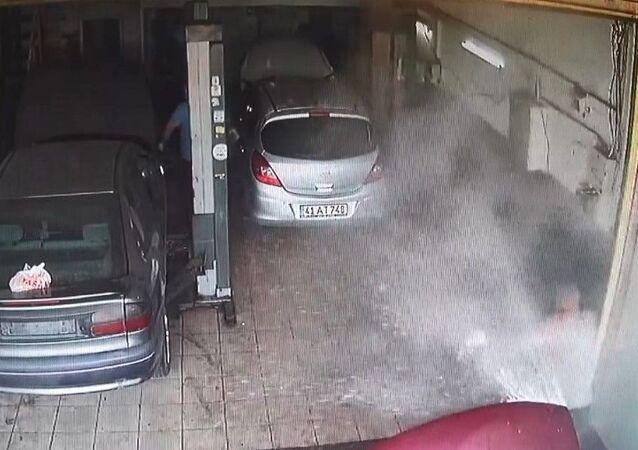 Hararet yapan otomobil sanayide patladı