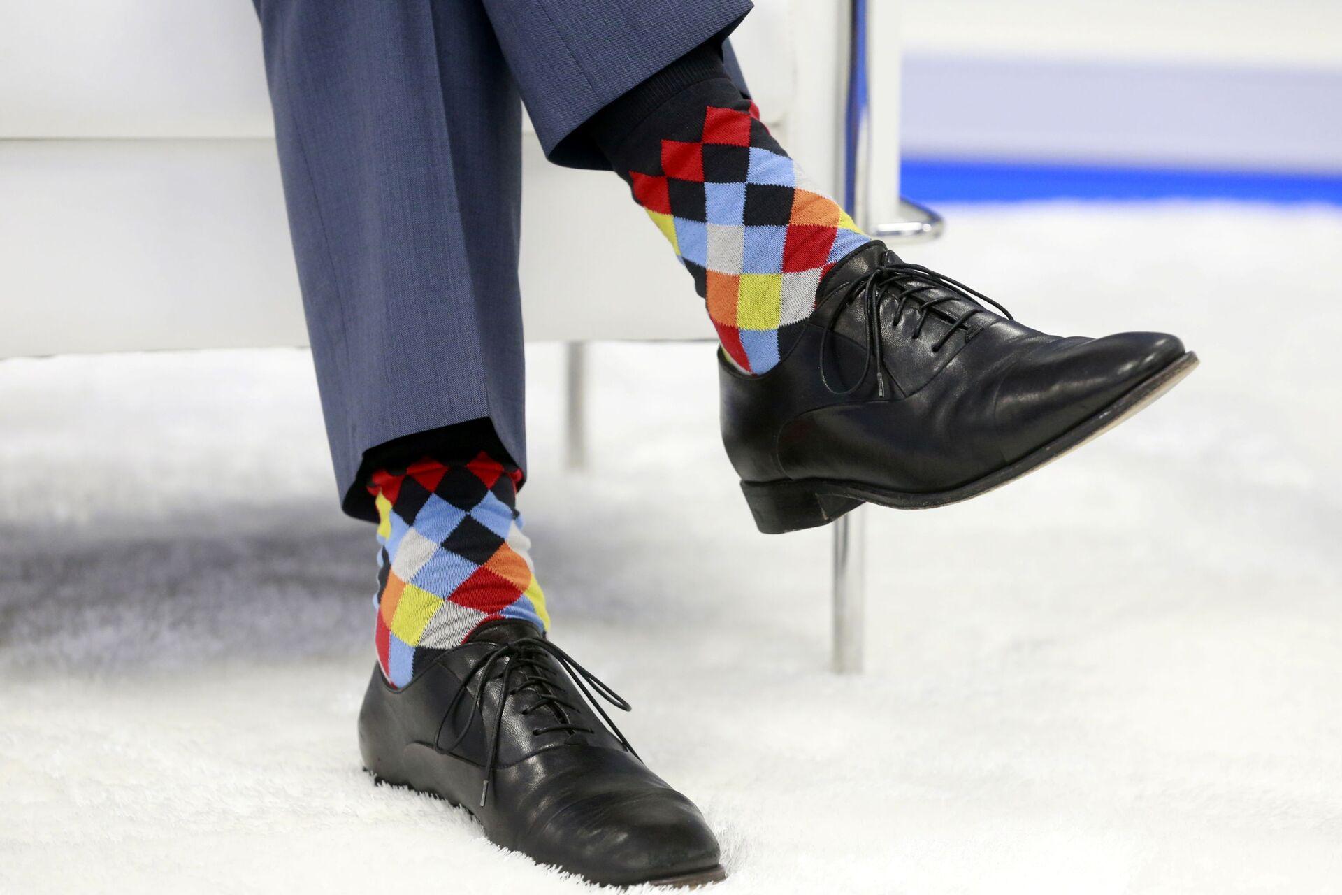 Kanada Başbakanı Justin Trudeau yine çorapları ile gündem olmayı başardı. Trudeau'nun çorapları daha öncede birçok kez haberlere konu olmuştu.  - Sputnik Türkiye, 1920, 10.08.2021