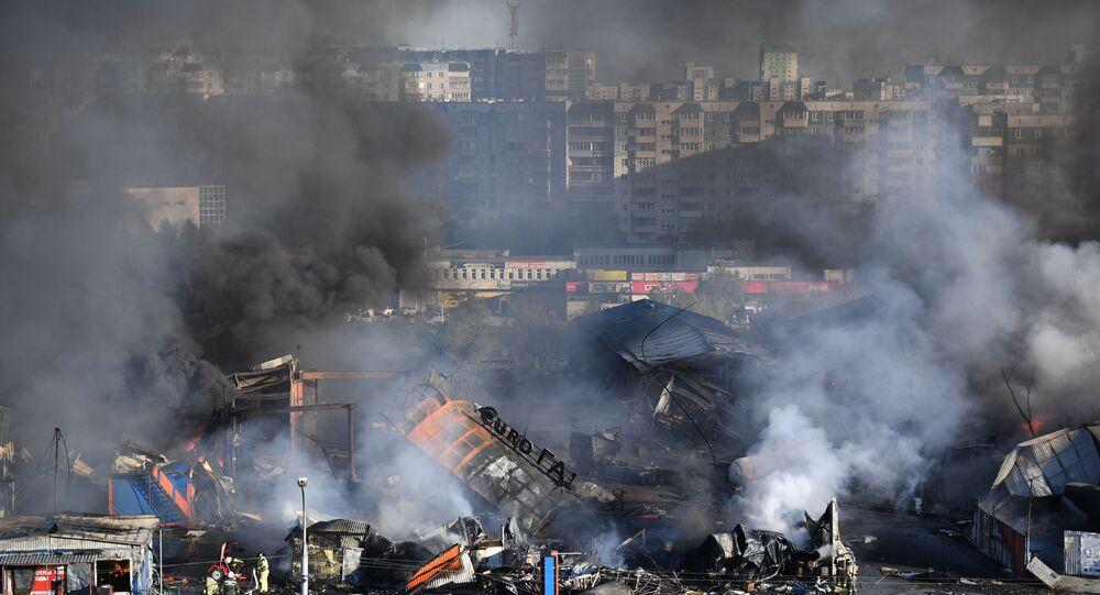 Rusya'nın Novosibirsk kentinde bir benzin istasyonunda çıkan yangın
