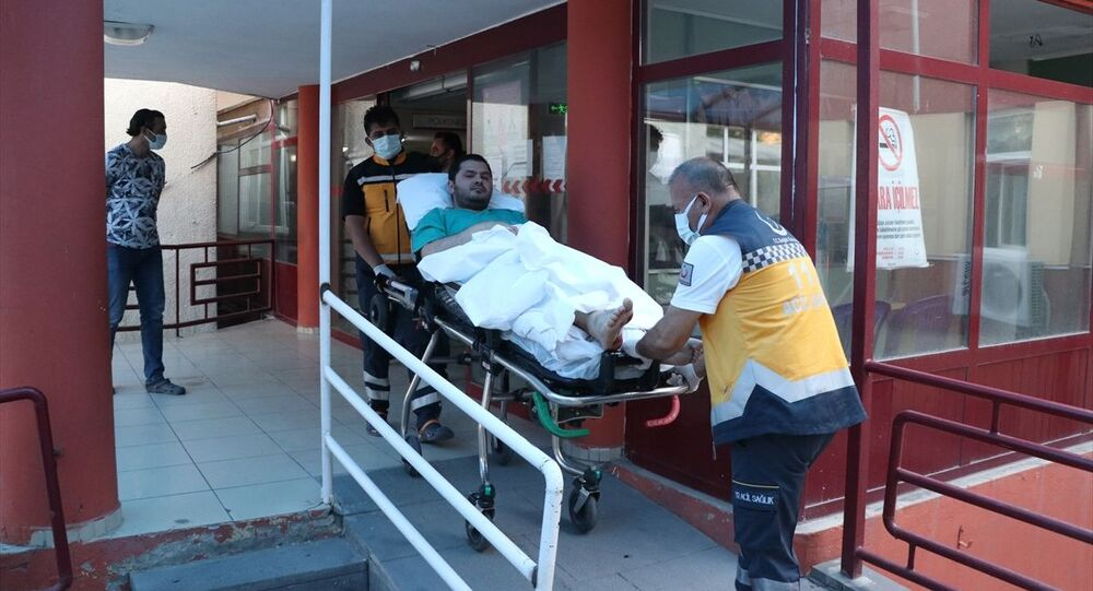 Kayseri'nin Develi ilçesinde bir doktor mesai çıkışında silahlı saldırıya uğradı. Bacağından vurulan doktor tedavi altına alındı. Sağlık Bakanı Fahrettin Koca olayla ilgili açıklamasında, Yasalar ve toplum olarak şiddetin karşısında asla aciz kalmayacağız. dedi.