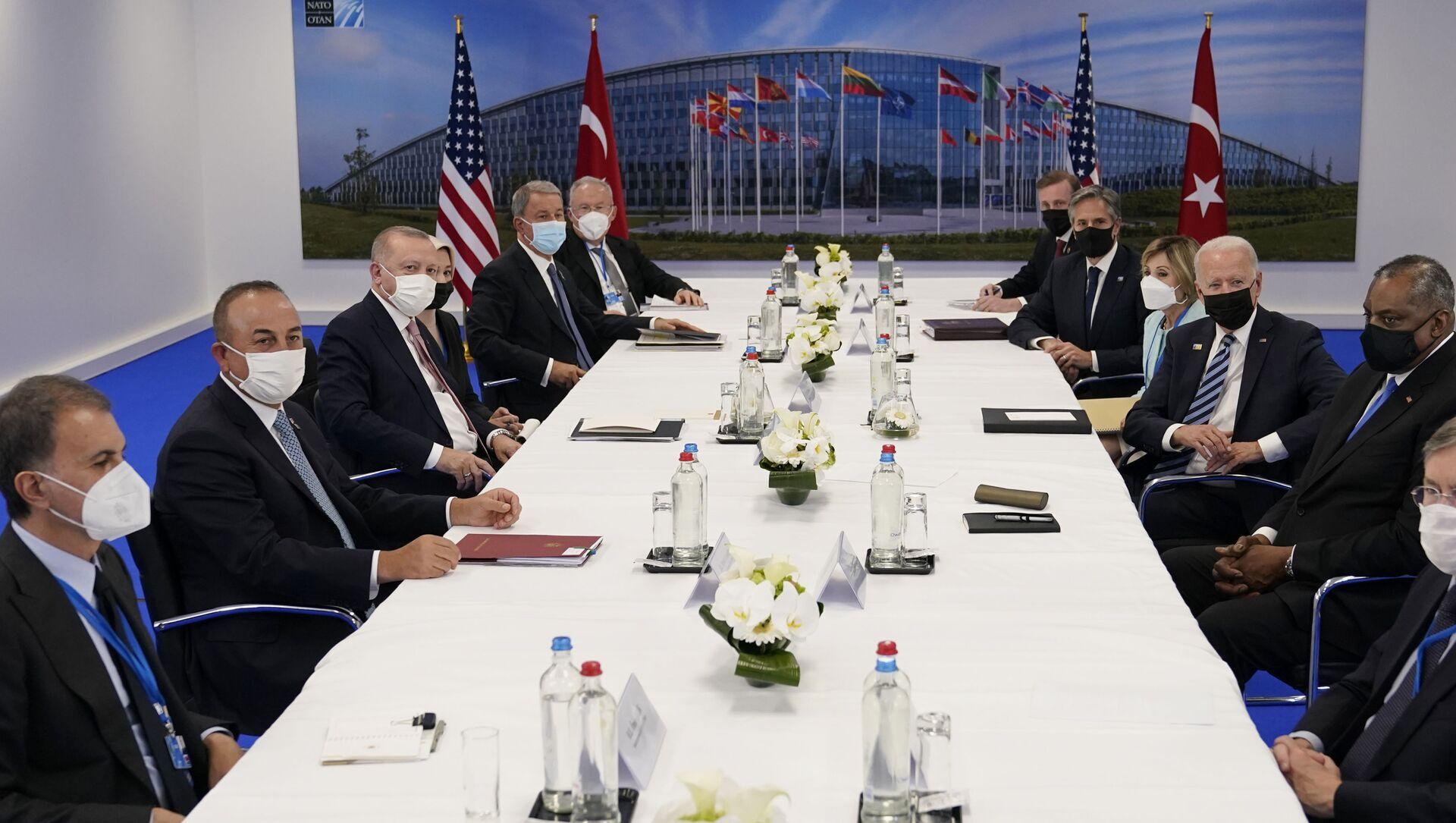 ABD Başkanı Joe Biden- Cumhurbaşkanı Recep Tayyip Erdoğan görüşmesi - Sputnik Türkiye, 1920, 15.06.2021