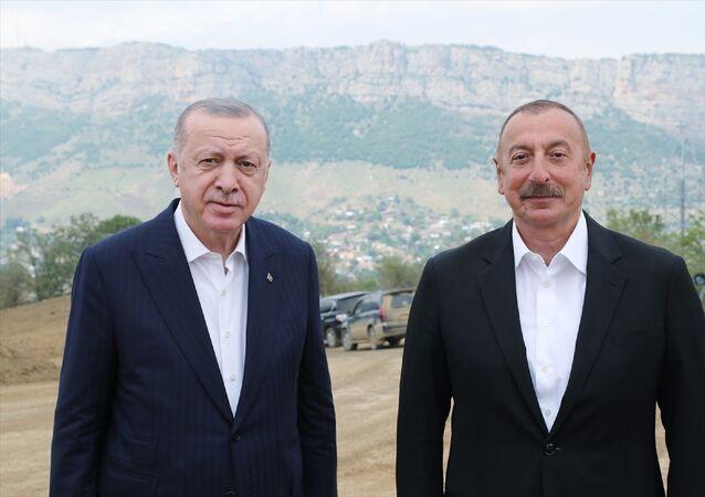 Türkiye Cumhurbaşkanı Recep Tayyip Erdoğan, Dağlık Karabağ'ın Şuşa şehrine geldi. Erdoğan, burada Azerbaycan Cumhurbaşkanı İlham Aliyev ile sohbet etti.