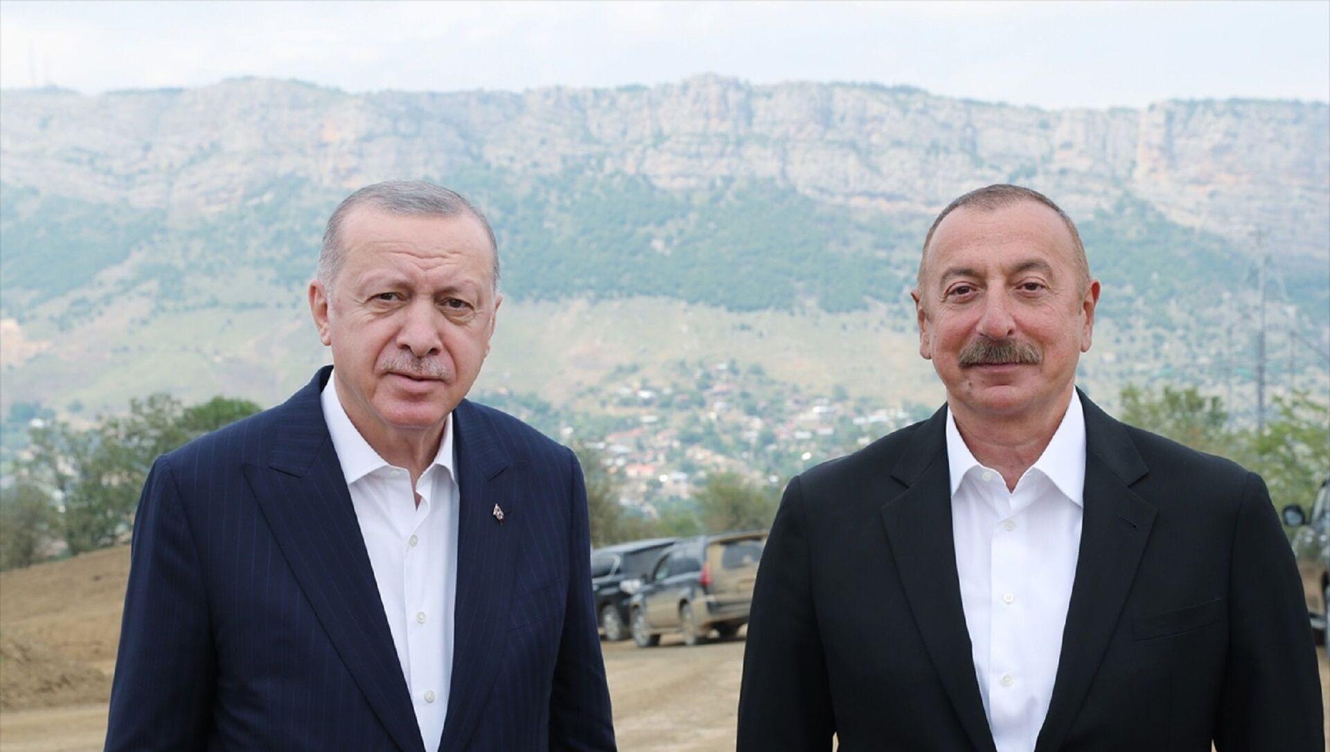 Türkiye Cumhurbaşkanı Recep Tayyip Erdoğan, Dağlık Karabağ'ın Şuşa şehrine geldi. Erdoğan, burada Azerbaycan Cumhurbaşkanı İlham Aliyev ile sohbet etti. - Sputnik Türkiye, 1920, 06.08.2021