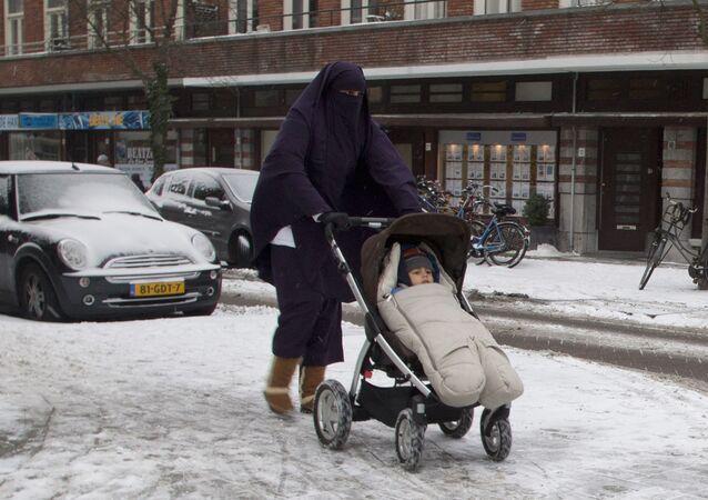 Müslüman - Göçmen - Kadın - Hollanda