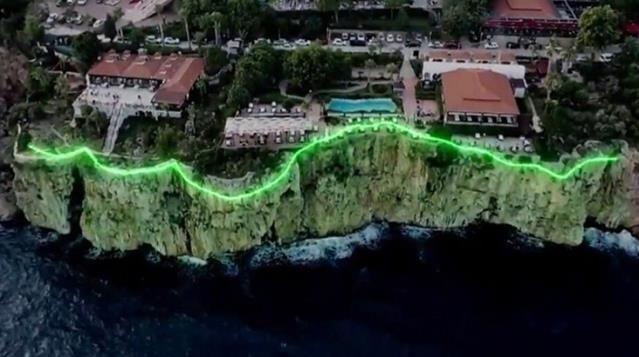 Antalya Büyükşehir Belediyesi tarafından falezler üzerinde yapılması planlanan proje iptal edildi. Proje, belediye tarafından sosyal medya üzerinden yapılan paylaşımların ardından vatandaşlardan gelen 'falezler pavyona dönecek' tepkileri nedeniyle durduruldu.