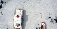 Marmara Denizi sahillerinde görülen ve rüzgarın etkisiyle kıyılara sürüklenen müsilajın (deniz salyası) Tarihi Gelibolu Yarımadası'ndaki yoğunluğu drone kamerasına yansıdı. Kentte etkili olan rüzgarla yön değiştiren müsilaj, Tarihi Gelibolu Yarımadası kıyılarında etkili oldu. Eceabat'ta Çamburnu mevkisi ile Kilitbahir Kalesi, Barut İskelesi, Rumeli Mecidiye Tabyası bölgelerinde yoğunlaşan müsilaj, Şehitler Abidesi ve Morto Koyu'nda da etkili olduğu görüldü.
