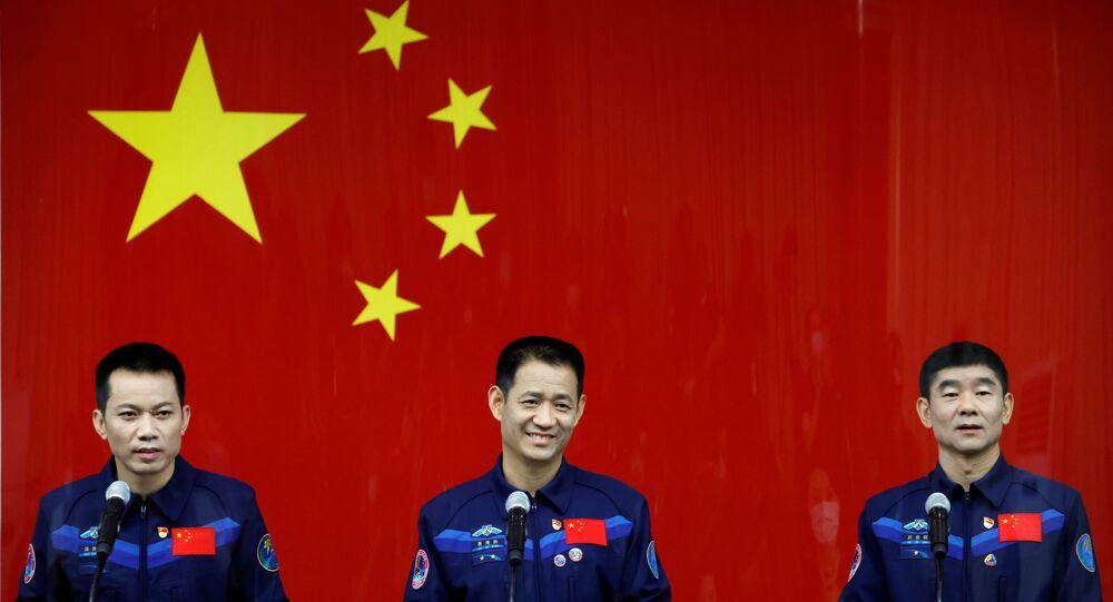Çin, Dünya'nın yörüngesinde kurmaya başladığı uzay istasyonuna göndereceği taykonotları (Çinli astronot) taşıyacak olan insanlı uzay aracı Shenzhou-12'nin, Long March-5Y roketi ile bu gece fırlatılması planlanıyor.