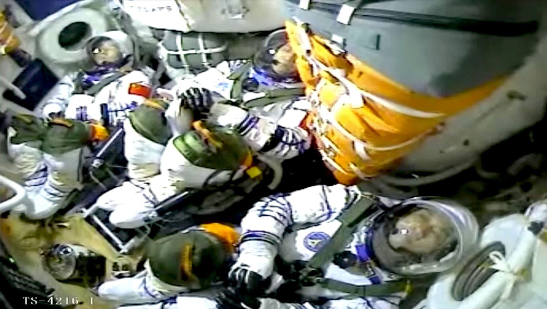 Çin, kurmakta olduğu uzay istasyonuna ilk astronot ekibini gönderdi - Sputnik Türkiye, 1920, 17.06.2021