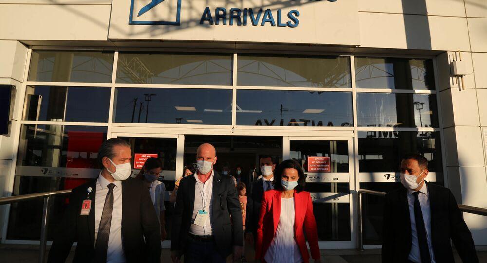 Rusya'dan uçuşların başlatılmasına dair değerlendirmede bulunacak Rus uzmanlar Türkiye'de