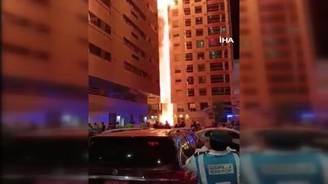 Birleşik Arap Emirlikleri'nin başkenti Abu Dabi'de çok katlı bir binada yangın çıktı. Yangının kısa sürede büyümesi ile bina alevlere teslim oldu.