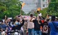 Myanmar'da darbe karşıtı gösteriler
