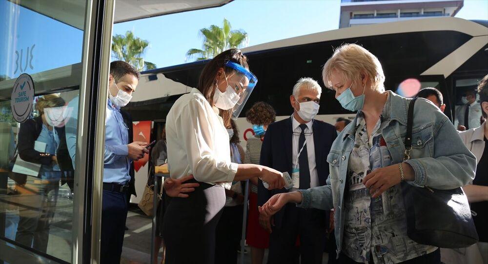 Rusya Federasyonu'ndan Türkiye'deki tatil bölgelerinde sıhhi ve epidemiyolojik durumu yerinde incelemek amacıyla gönderilen heyet, ilk önce geldikleri Antalya Havalimanı ve iki otelde çalışmalarına başladı. Türkiye Turizm Tanıtım ve Geliştirme Ajansı'ndan (TGA) yapılan açıklamaya göre, heyetin hazırlayacağı rapor, Rusya ile Türkiye arasındaki turizm uçuşlarının başlatılması kararında etkili olacak.