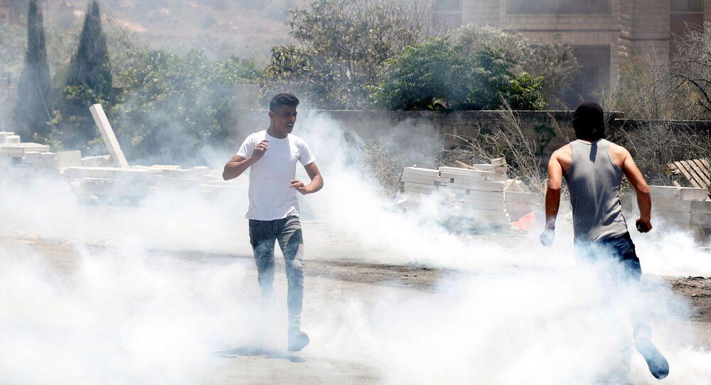 İsrail güçlerinin, Batı Şeria'da yer alan Nablus kentinde yasa dışı Yahudi yerleşimine karşı protesto düzenleyen Filistinlilere müdahalesi sonucu 353 kişi yaralandı.